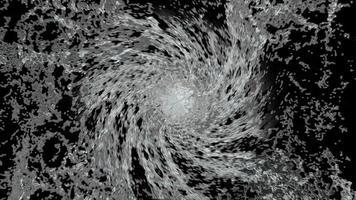 salpicaduras de agua a cámara lenta con gotas sobre fondo negro. video