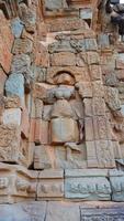 Piedra tallada en roca en Prasat Bakong Angkor Wat Complex Siem Reap foto