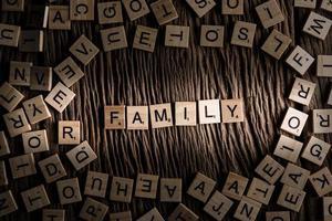 concepto de fuente de azulejo de madera familiar foto