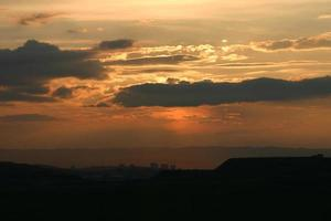 la vista nocturna de ankara, la capital de turquía. foto