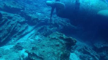 naufrágio de dois aviões a hélice no fundo do mar em Bodrum Turquia video