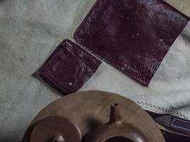 Close-up tetera artesanal y tapa de arcilla yixing foto