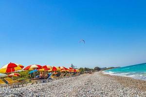Rodas, Grecia 2018- vacaciones de windsurf con agua turquesa en la playa de ialyssos en Rodas, Grecia foto