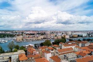 zadar en croacia desde la perspectiva de st. catedral de stosije foto