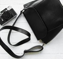 bolso de cuero negro foto