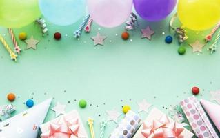 feliz cumpleaños y fondo de fiesta foto