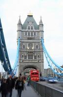 Tower Bridge en Londres, Gran Bretaña. foto