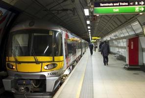 El tren expreso de Heathrow, Londres, Gran Bretaña. foto