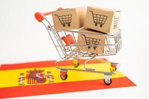 caja con logo de carrito de compras y bandera de españa, foto