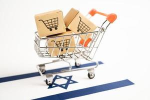 caja con logo de carrito de compras y bandera isarel foto