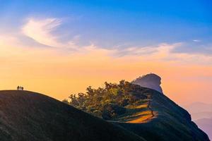 paisaje de la mañana en el monte mon chong, chiang mai, tailandia. foto