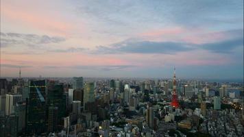 beau bâtiment d'architecture dans la ville de tokyo au japon video