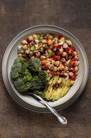 vista superior arreglo de comida alta en proteínas foto