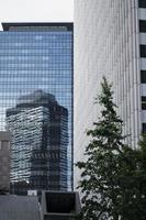 la vista del edificio urbano moderno foto