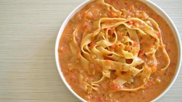 fettuccine pasta with creamy tomatoes sauce or pink sauce video