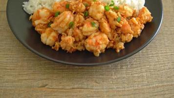 camarones salteados con ajo y pasta de camarones con arroz video