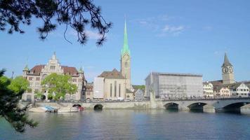 Zürichstadt mit Zürichsee in der Schweiz video