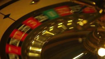 fermer des images d'une roulette de casino en mouvement video