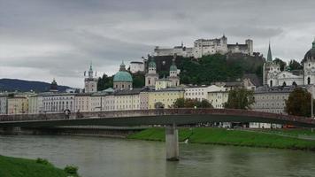 vista timelapse de salzburg com festung hohensalzburg video
