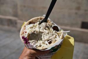 croqueta de garbanzo del Medio Oriente, falafel foto