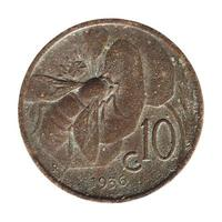 Moneda de 10 céntimos, Italia aislado sobre blanco foto
