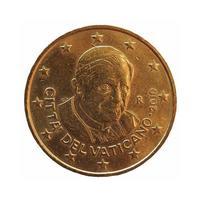 Moneda de 50 centavos, unión europea aislado sobre blanco foto