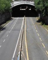 paso subterráneo lingotto en turín foto