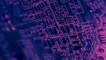 chip de cpu ubicado en la placa base verde foto