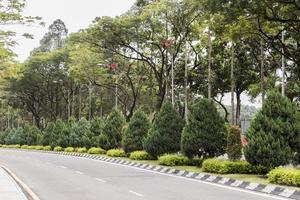calle típica en la naturaleza de la ciudad de kuala lumpur. foto