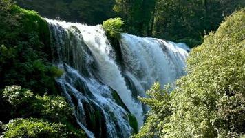 slowmotion av marmore -vattenfallet video