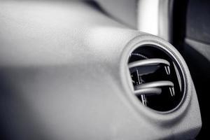 Cerca del aire acondicionado del coche foto
