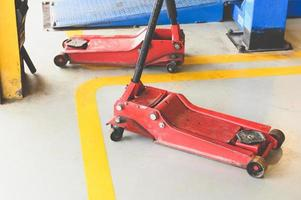Hydraulic jack for lifting up car and vehicle in repairing photo