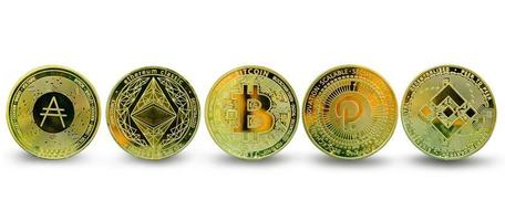 Colección de criptomonedas de monedas de oro fo aislado sobre fondo blanco. foto