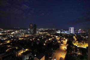 una vista nocturna de ankara, la capital de turquía foto