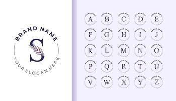 logotipo del alfabeto con hermosas hojas dibujadas a mano vector