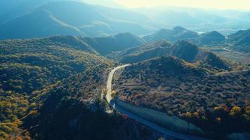 vue aérienne des montagnes d'automne video