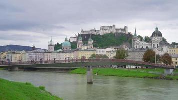 cidade de Salzburg com rio áustria video