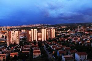 la vista nocturna de ankara, la capital de turquía foto
