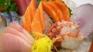 sashimi de mariscos frescos crudos estilo de comida japonesa video