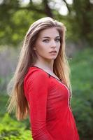 hermosa mujer joven foto