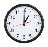 el reloj de la oficina es exactamente una hora foto