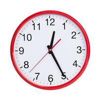 reloj redondo muestra la mitad de la primera foto