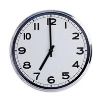 el reloj redondo de la oficina muestra las siete en punto foto