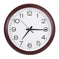 quince minutos y siete en el reloj foto