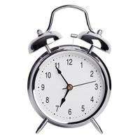 cinco minutos para las siete en un reloj despertador redondo foto