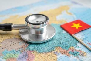 bandera de china en el fondo del mapa del mundo foto