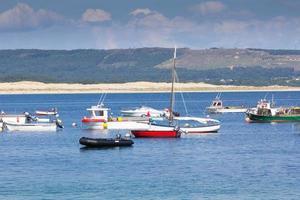 barcos de pesca en el mar foto