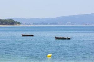 barcos de pesca de madera rústica foto