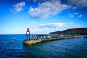 Muelle de Whitby en la entrada del puerto de Whitby en North Yorkshire, Reino Unido foto