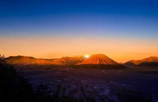 Mount Bromo volcan photo
